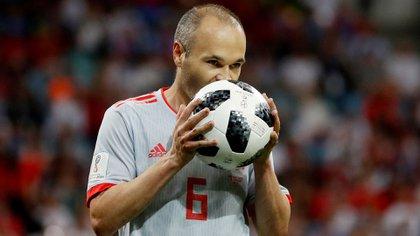Iniesta, de 36 años, es uno de los máximos ídolos de la historia del Barcelona (Reuters)