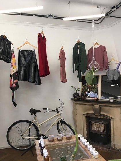 Hábitat 2127 es un espacio en Palermo donde productos y marcas diferentes conviven en esta tienda pop up. Se puede encontrar desde una bicicleta a una obra de arte