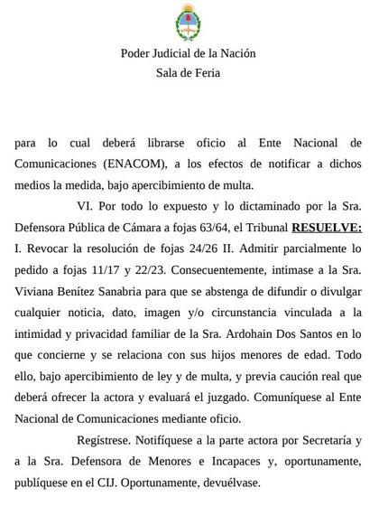 La resolución de la Justicia donde se intima a la ex niñera a que se abstenga de difundir cualquier tipo de información concerniente a la jurado del Bailando y sus hijos