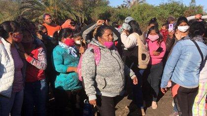 Yamilia Veleizan encabezando una de las tomas más importantes de Colinia Santa Rosa, en Salta
