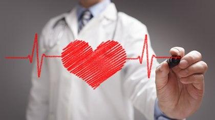 Los síntomas que identifican los problemas cardiovasculares son los que se ven en los varones, por lo cual no se reconocen los que sufren las mujeres y se las diagnostica mal. (Getty)