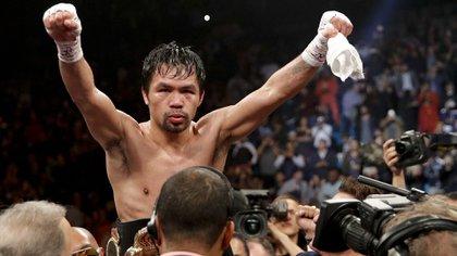 Manny Pacquiao festeggia la vittoria su Adrien Broner