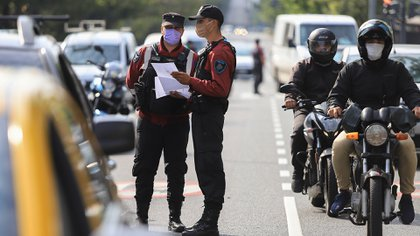 El Gobierno de la Ciudad prevé testear a 30 mil efectivos de las fuerzas de seguridad (FOTO NA)
