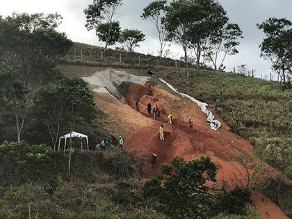 Por los relieves que necesitaba la estructura no fue posible utilizar una excavadora para su realización (Foto: Facebook/Juliana Notari)