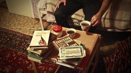 José Díaz recogió muchos libros soviéticos abandonados en ciudades en el frente.