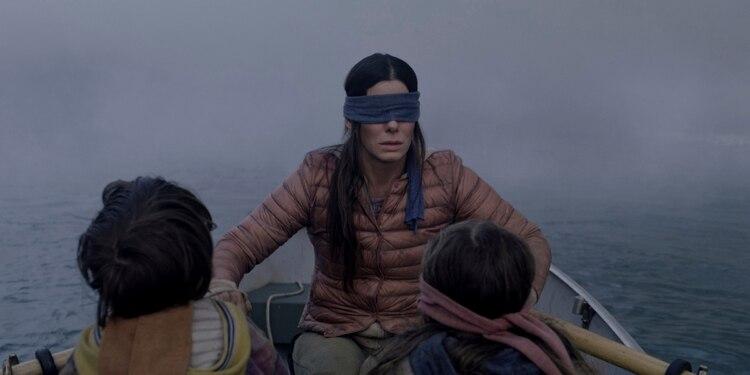 "En esta imagen cortesía de Netflix se muestra a Sandra Bullock en una escena de la cinta ""Bird Box"". (Merrick Morton/Netflix via AP, Archivo)"