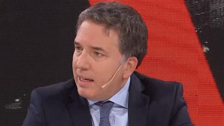 El ministro de Hacienda, Nicolás Dujovne, analiza con detalle cada medida por el costo fiscal