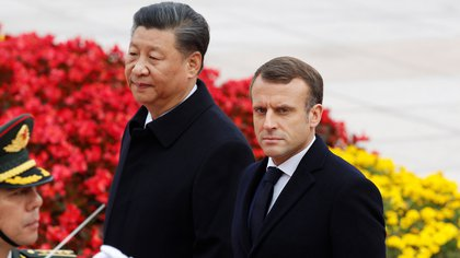 French President Emmanuel Macron attends a welcome ceremony with Chinese President Xi Jinping outside the Great Hall of the People in Beijing, China November 6, 2019.  REUTERS/Florence Lo
