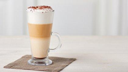 Capuccino o latte como bebida caliente