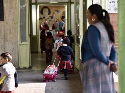 Las escuelas reabrieron este lunes tras el descanso obligatorio de la semana pasada debido a la contingencia ambiental (Foto: Crisanta Espinosa Aguilar/ Cuartoscuro)