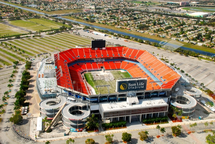 Los boletos para asistir al Super Bowl suelen bajar de precio un día antes de del evento (Foto: Archivo)
