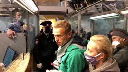 Navalny fue detenido por la policía en el control de pasaportes del aeropuerto Sheremetievo de Moscú (REUTERS/Reuters TV)