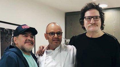 Charly García y Diego Armando Maradona junto al doctor Mülhberger (Foto Maximiliano Vernazza/GENTE)