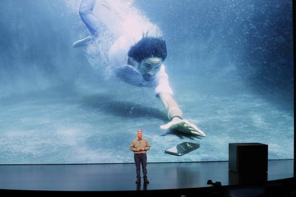 El nuevo iPhone Xs puede resistir bajo el agua sin sufrir daños irreparables durante treinta minutos (Reuters)
