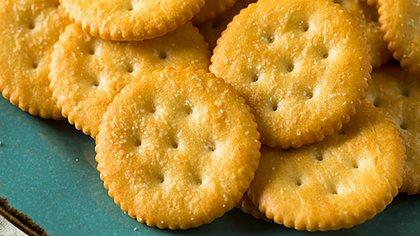 Los snacks más comunes son productos con un gran contenido de sodio (Getty Images)