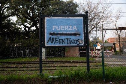 Expresiones de fuerza durante la cuarentena obligatoria en Zona Norte  (Foto: Franco Fafasuli)