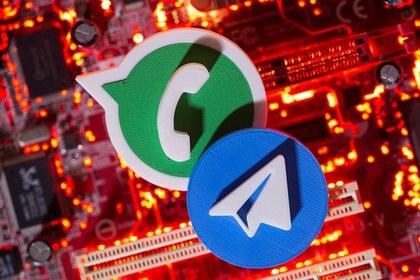 Para migrar los datos, los usuarios de WhatsApp encontrarán dentro de cada una de las conversaciones, en los ajustes, una opción para exportar el chat de manera individual (REUTERS/Dado Ruvic/Illustration)