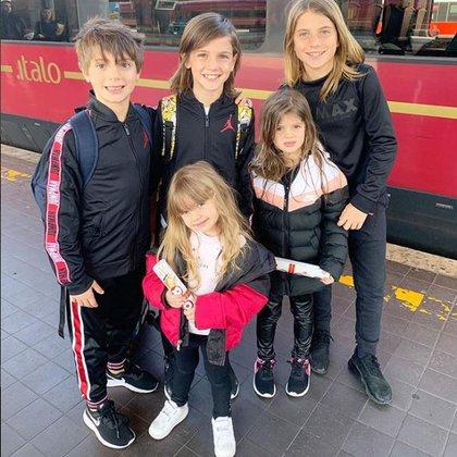Benedicto, Valentino, Costantino, Isabella y Francesca, los hijos de Wanda Nara camino al Fashion Week de Milán