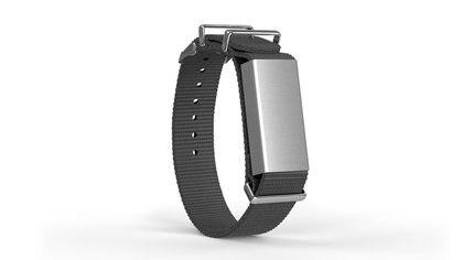 La pulsera integra un sensor que monitorea el movimiento de la mano unas 10 veces por segundo