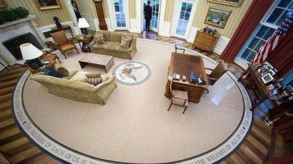 Donald Trump también retiró la alfombra que había colocado Barack Obama