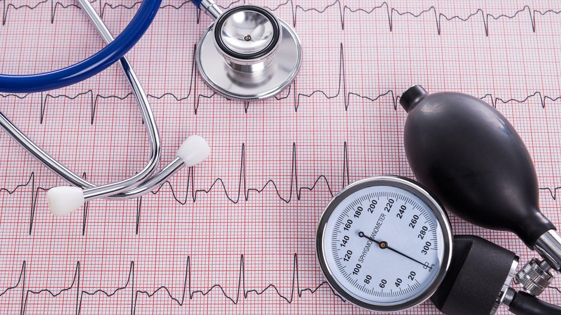 Los chequeos periódicos son necesarios para hacer un seguimiento de los pacientes con diabetes, hipertensión o que han sufrido infartos o ataques cerebrovasculares. Pero durante la pandemia pacientes del sector público encuentran obstáculos para hacer consultas presenciales en las que los profesionales de la salud puedan examinarlos/ Getty