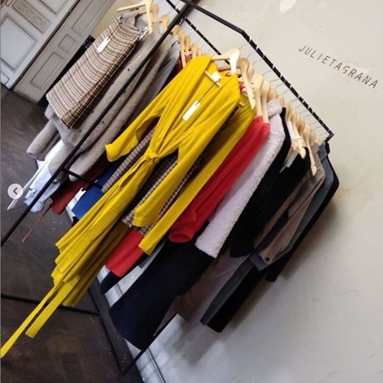 La colección de invierno de Julieta Grana. Tapados, faldas, pantalones, vestidos, blusas, camisas, para todos los gustos