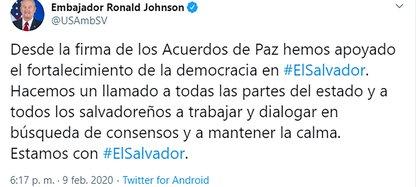 El tuit del embajador Ronald Johnson