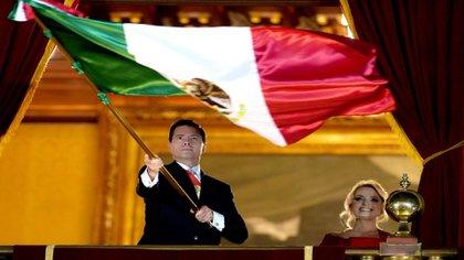Última vez que Peña ondeó la bandera de México (Foto: Twitter @EPN)
