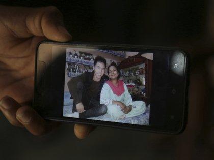 La foto muestra el gran cambio que tuvo en solo dos meses de sufrimiento en China