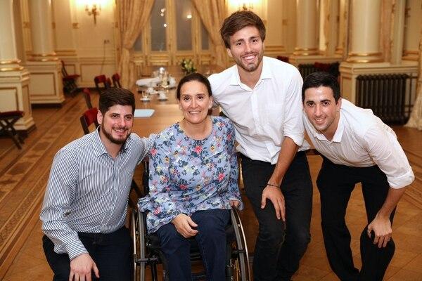Los ganadores del concurso presenciaron en la casa rosada un encuentro exclusivo con la vicepresidenta de la nacion Gabriel Michetti (CILSA)