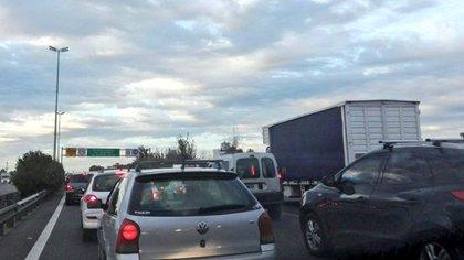 Así se ve el tránsito en la autopista La Plata-Buenos Aires
