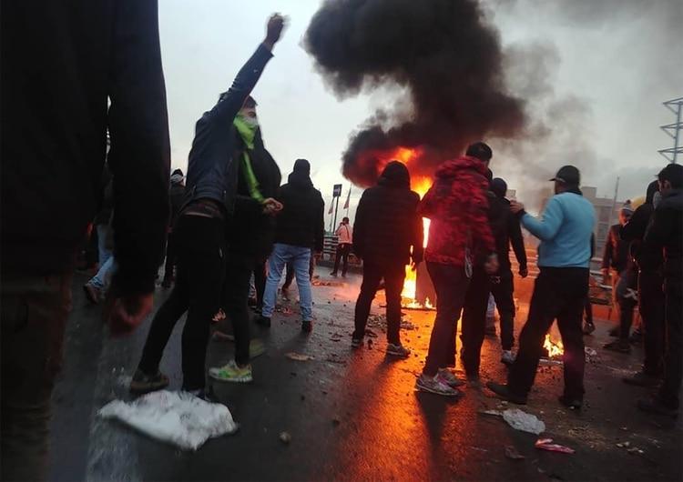 Se estima que hubo 106 muertes tras las represiones y otros episodios de violencia durante las manifestaciones en Irán (AFP)