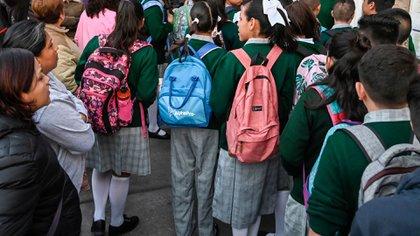 Los interesados en solicitar cambio de asignación de escuela podrán hacerlo a través del sitio de la AEFCM Foto: AFP