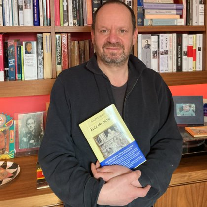 Philippe Sands publicó en Twitter una foto con la traducción al castellano de su libro