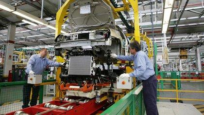 La industria manufacturera fue la más golpeada por la contracción económica, y es una de las que más disminuyó la nómina de personal