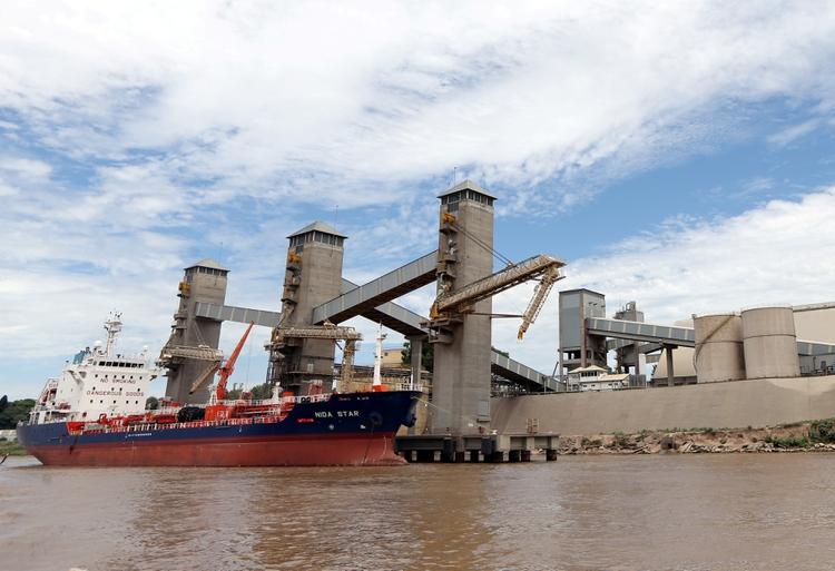 El nivel del agua en el río Paraná es el más bajo desde 1978. (Reuters/Marcos Brindicci)