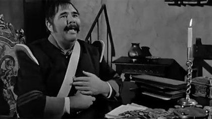 Henry Calvin como el Sargento García