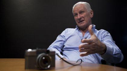 Roy, quien tiene el orgullo de haber sido el único uruguayo portador de una antorcha olímpica en la previa de Río 2016, pidió prestada su cámara de fotos al Museo Andes 1972 de Montevideo. Las otras tres fotos que sacó de la tragedia las tiene en la intimidad de su casa (Santiago Saferstein)