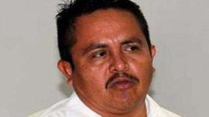Juan Hernández Ramírez, ex alcalde de Aquila, municipio en la entidad federativa de Michoacán, y su hijo de 18 años de edad, fueron asesinados por varios sicarios armados en la comunidad costera de Maruata (Foto: Twitter/@EchevarriaOscar)