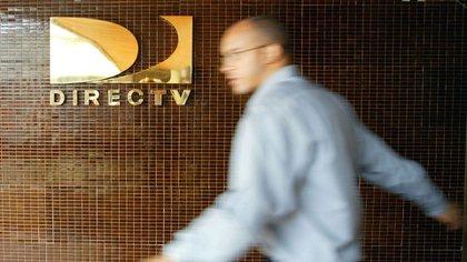 Logo de la compañía satelital DirecTV en Caracas, Venezuela