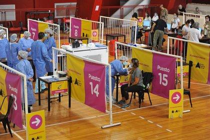 A partir de hoy se podrán vacunar los mayores de 65 años en la ciudad de Buenos Aires (EFE)