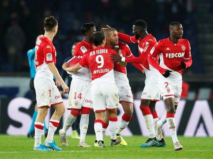 La Ligue 1 ha sido suspendida en Francia pero algunos clubes como el AS Monaco han vuelto a los entrenamientos (REUTERS)