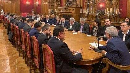 López Obrador se reunió con los coordinadores de programas sociales de todo el país para darles la indicación de no mezclar sus funciones con la militancia (Foto: Twitter @lopezobrador)