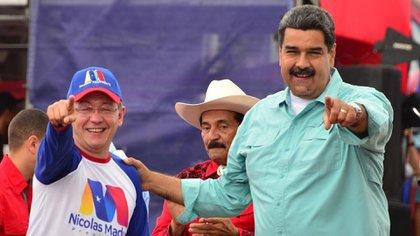Julio Caesar con Leon Heredia Nicolas Maduro (ul Juliolonara)