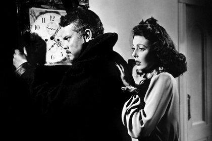 """Orson Welles y Loretta Young en """"El extranjero"""""""