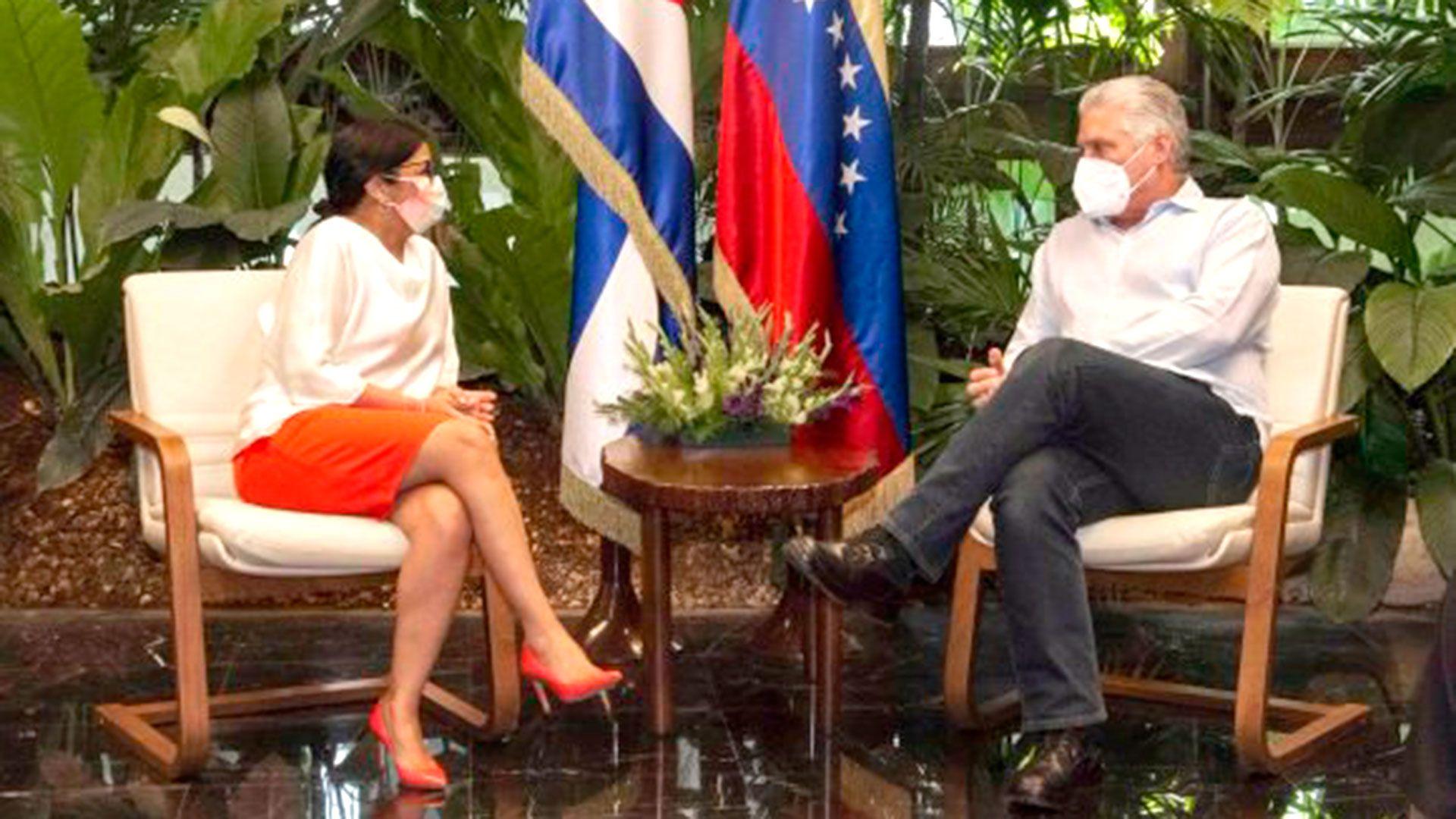 Delcy-Rodriguez-se-reunio-en-Cuba-con-Diaz-Canel
