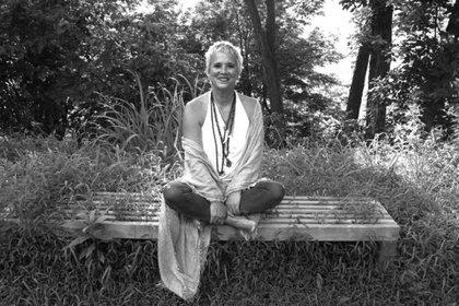 """""""Lo que me resultó impactante, sanador, asombroso, fue su capacidad de transformar públicamente el dolor en poder. En retrospectiva, sé que nunca hubiera escrito Los monólogos de la vagina sin que me pasara Tina Turner"""", escribió V (Paula Allen/ eveensler.org)"""