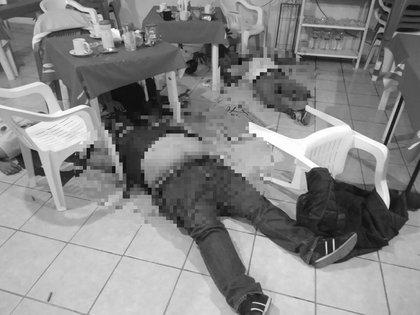 Seis personas fueron asesinadas en un restaurante en San Luis de la Paz, Guanajuato (Foto: Twitter/fernand17704066)