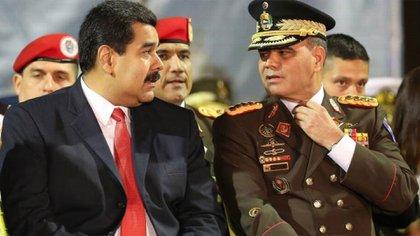 El dictador Nicolás Maduro junto al hombre fuerte de las Fuerzas Armadas chavistas, Vladimir Padrino López (AP)