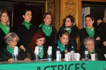 Dolors Fonzi junto a sus compañeras del colectivo Actrices Argentinas